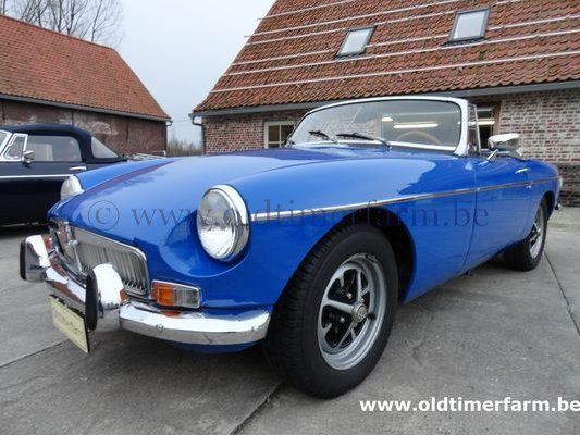 MG B Blue LHD 1974 (1974)