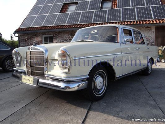 mercedes benz 300se w112 white 1964 vendue ref 1358. Black Bedroom Furniture Sets. Home Design Ideas