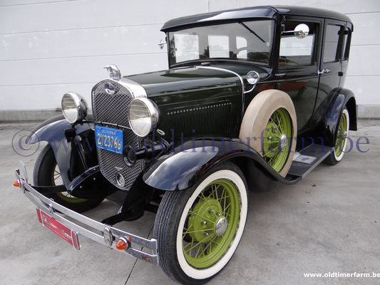 Ford A 4 door Sedan Green  (1931)