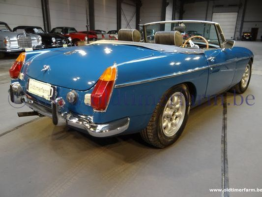 MG  B Blue RHD