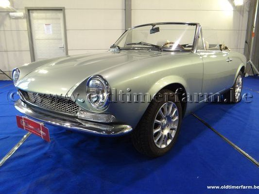 Fiat 124 Spider Blue Magellan Metallic (1971)