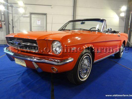 Ford Mustang V8 Orange