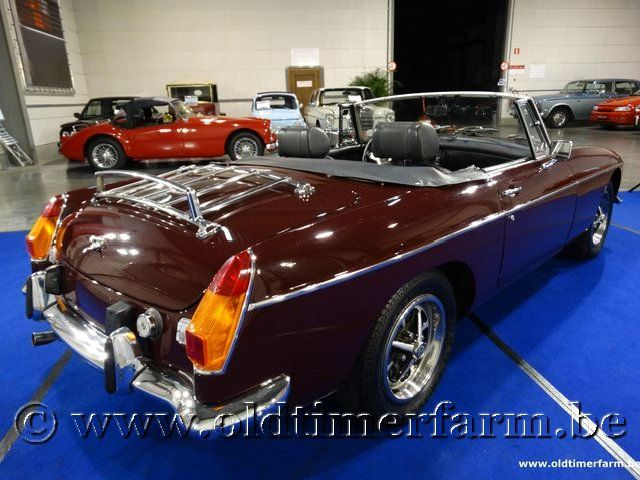 MG B Roadster Bordeaux