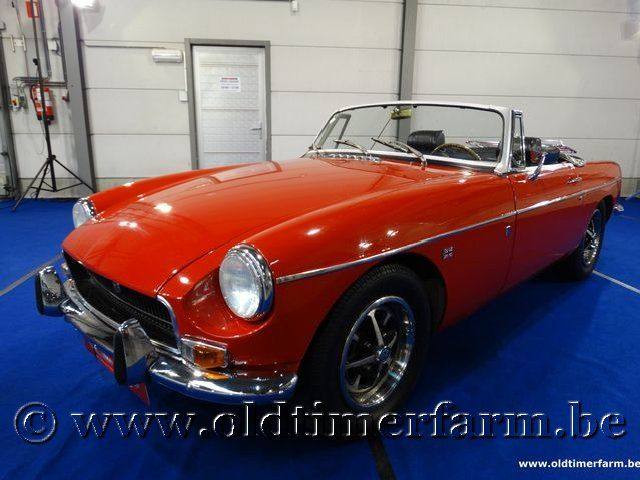 MG  B Roadster Red