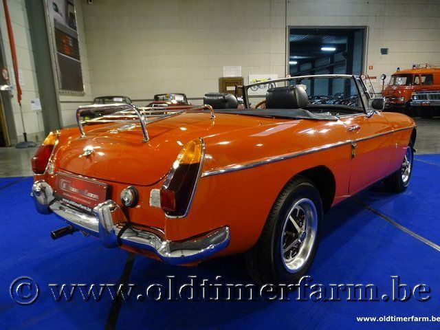 MG B Roadster Orange