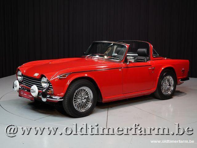 Triumph TR250 + Surrey Top '67
