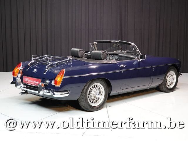 MG B Roadster Blue