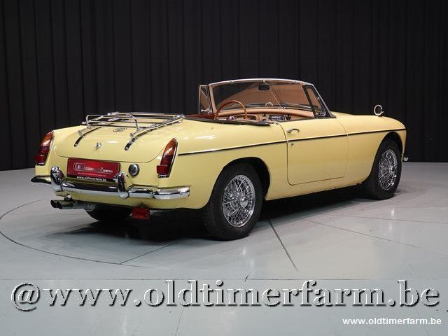 MG B Roadster Yellow
