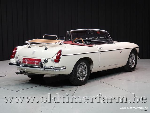 MG B Roadster Old English White