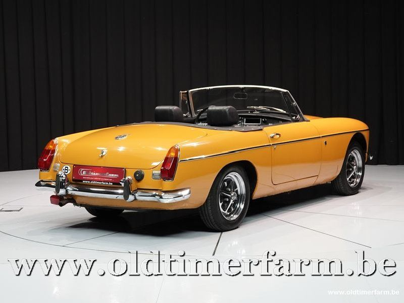 MG B Roadster Mustard Yellow