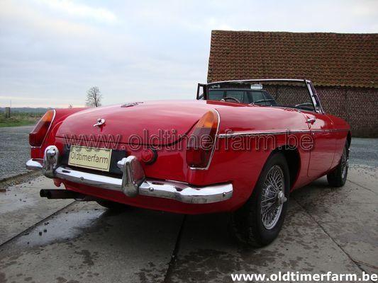 MG B red LHD (1965)